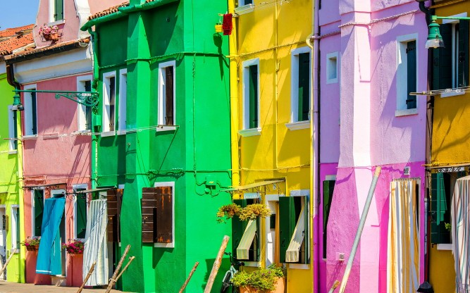 6945853-vibrantly-colored-houses