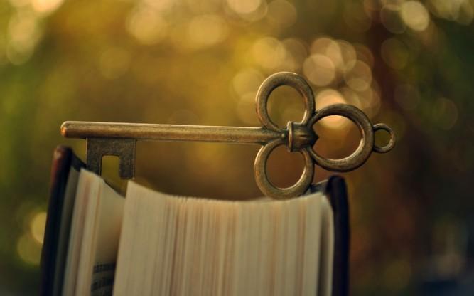 6996516-bokeh-book-key